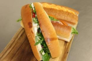 Cafe_salad_rolls